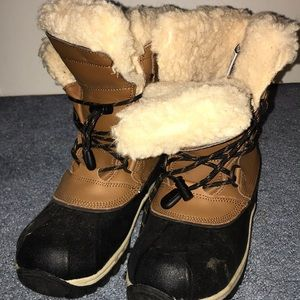 fuzzy BearPaw snow boots (big kids)
